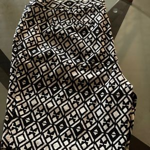 MARIO SERRANI BLACK & WHITE GEOMETRIC SHORTS